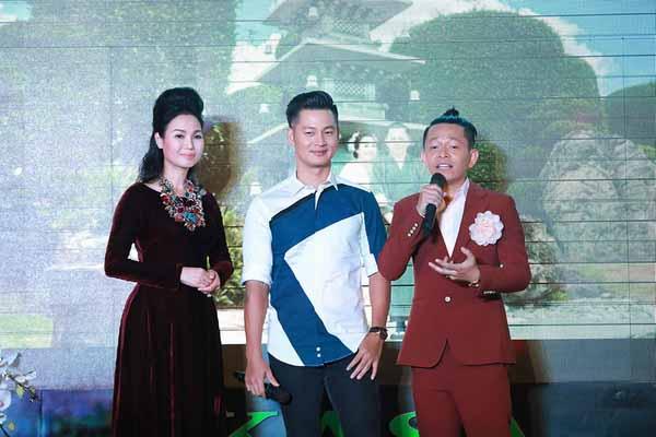 Tuấn Tú hạnh phúc khi đàn chị Thùy Trang khen ngợi không ngớt
