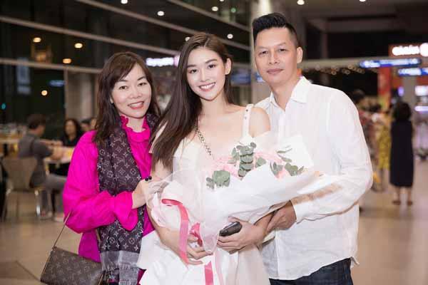 Tường San để mặt mộc về nước sau thành tích top 8 'Hoa hậu Quốc tế 2019'