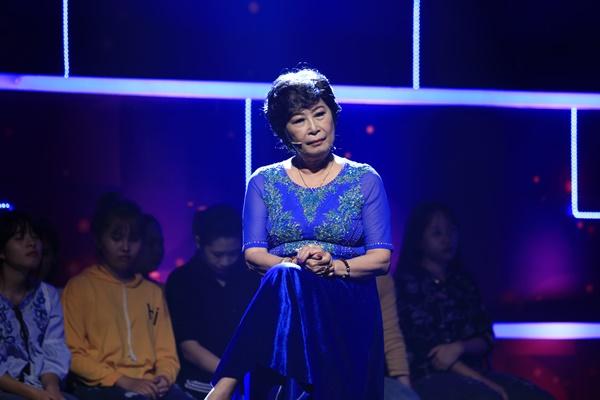 Nghệ sĩ Kim Phương bật khóc: 'Chồng con qua đời khi đang trên sân khấu biểu diễn'
