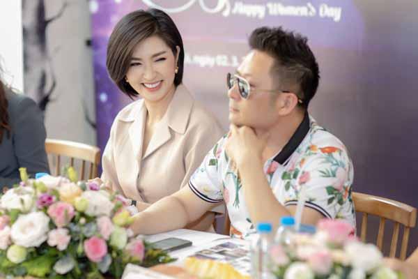 Nguyễn Hồng Nhung bật khóc: 'Khán giả đưa ảnh sex so sánh khi tôi đang hát'