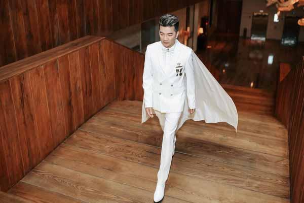 Khán giả khuyết tật đi xe 12 tiếng để gặp mặt, Đàm Vĩnh Hưng tặng 15 triệu đồng