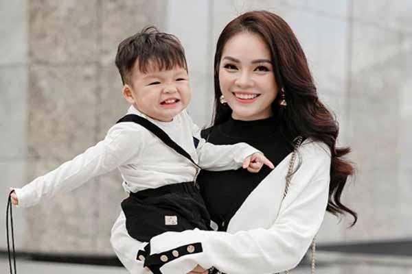 Dương Cẩm Lynh thừa nhận nhà nội và con trai chưa gần gũi