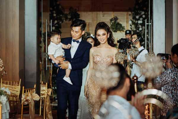 Lâm Khánh Chi làm tiệc thôi nôi con hoành tráng chẳng kém ngày cưới