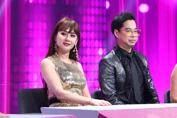 Lâm Khánh Chi đẹp sắc sảo, thần thái sang trọng trên ghế nóng