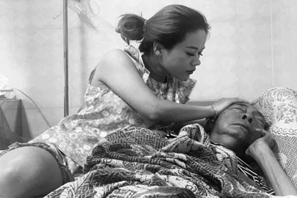 Nghệ sĩ Lê Bình vào phòng cách ly vì sức khỏe chuyển biến xấu
