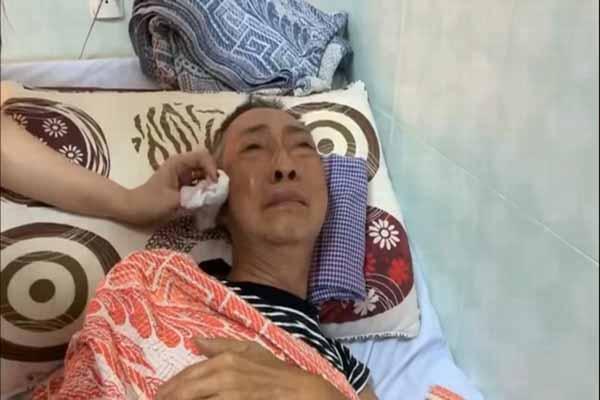 Nghệ sĩ Lê Bình 3 ngày không ăn, mếu máo khóc khi đồng nghiệp vào thăm