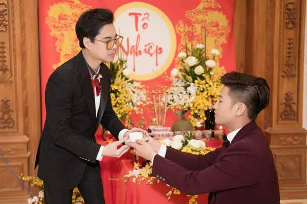Ngọc Sơn làm lễ nhận học trò mới điển trai