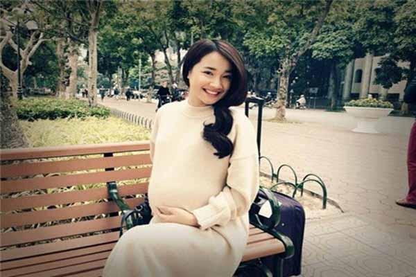 Nhã Phương đã sinh con gái đầu lòng với Trường Giang?