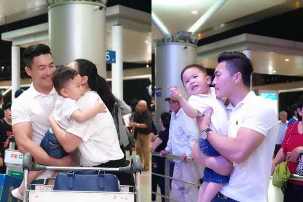 Con trai mếu máo khi tiễn Hồng Phượng đi học ở Hàn Quốc