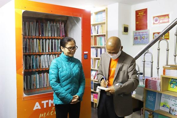 Hà Nội có cây ATM sách đầu tiên