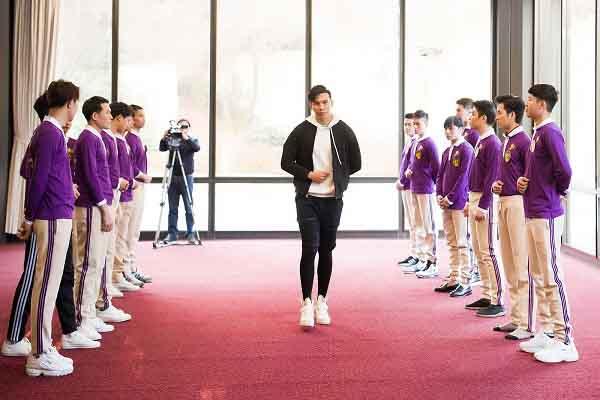 Nam Vương thế giới Ngọc Tình 'thả dáng' cùng thí sinh Mr & Ms International Business trước đêm chung kết
