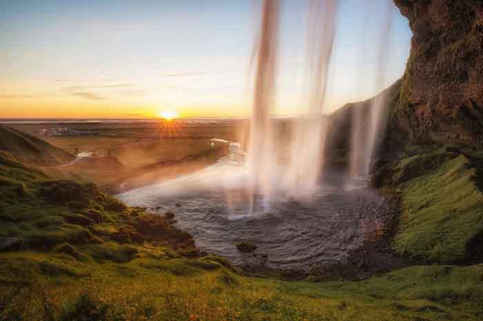 Những bức ảnh 'đốn tim' du khách tại quốc gia băng đảo Iceland