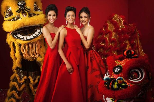 Các người đẹp Hoa hậu Hoàn vũ tạo dáng trong bộ ảnh Chúc xuân Mậu Tuất