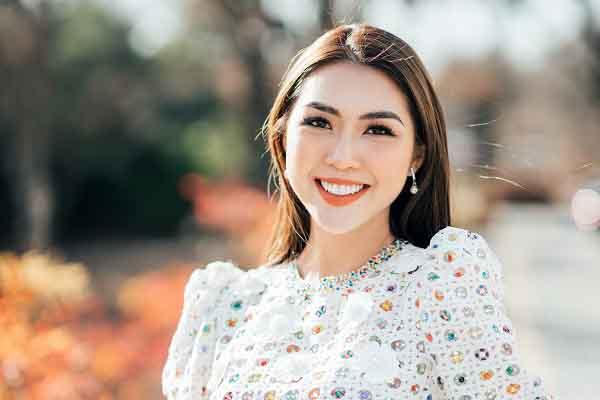 Hoa hậu Tường Linh trình diễn trong Duyên Dáng Việt Nam 30
