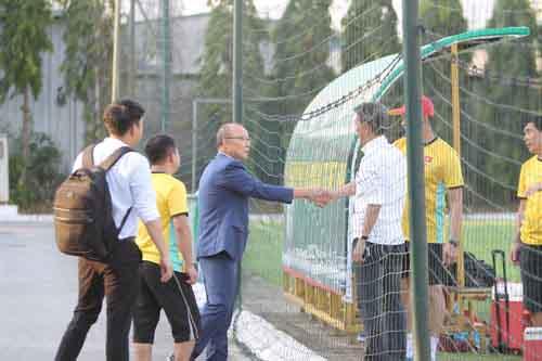 """HLV Park Hang Seo và HLV Hoàng Anh Tuấn """"tâm đầu ý hợp"""""""