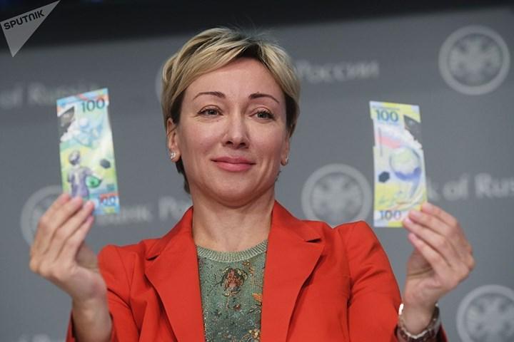 Cận cảnh đồng 100 rúp mừng World Cup 2018 của Nga