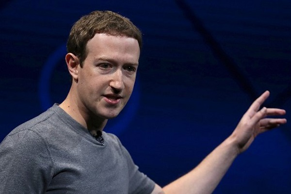 'Ông trùm' Facebook bị đề nghị từ chức