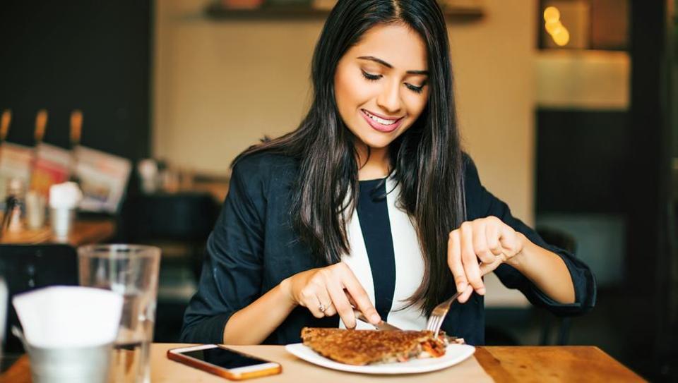 Bận rộn, ăn tối muộn và nguy cơ mắc bệnh