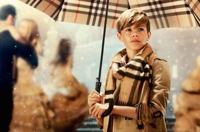 Từ chiếc áo mưa, Thomas Burberry đã cho ra đời một thương hiệu thời trang cao cấp