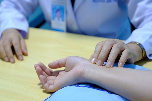 Điều trị hiệu quả bệnh viêm loét dạ dày tá tràng bằng đông y