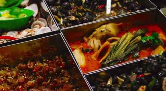 Ẩm thực xứ Quảng tại chợ Bà Hoa - Sài Gòn