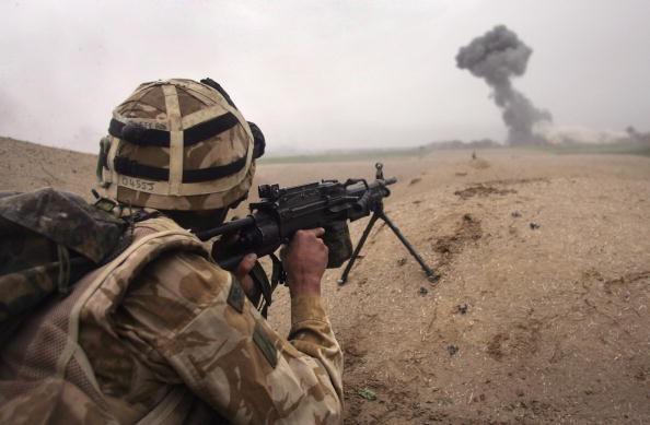 Ở khoảng cách 2,4 km, lính bắn tỉa của Anh đã tiêu diệt thủ lĩnh IS
