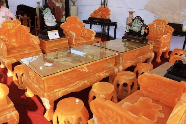 Bộ bàn ghế được làm từ 50 tấn ngọc có một không hai tại Việt Nam