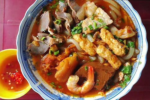 Bánh canh ngon ngất ngây không đổi vị ở Sài Gòn sau nhiều năm
