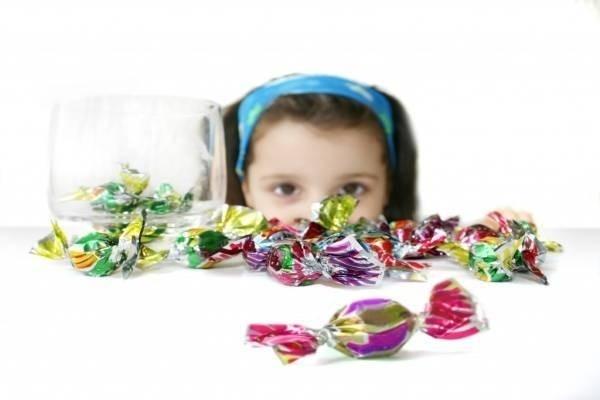 Nếu trẻ ăn quá nhiều bánh kẹo thì hậu quả sẽ ra sao?