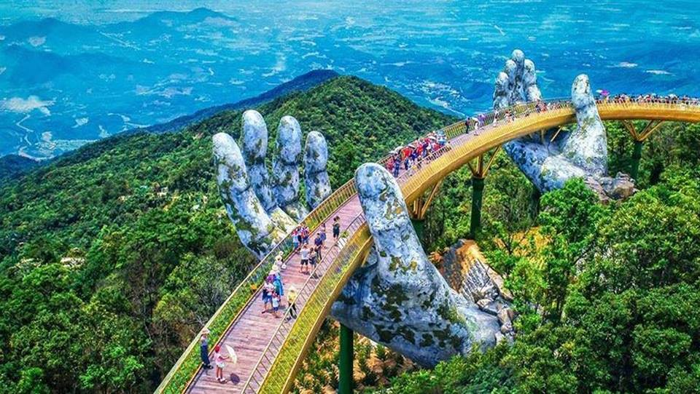 Cây cầu được nâng đỡ bởi đôi bàn tay khổng lồ siêu ấn tượng tại Đà Nẵng
