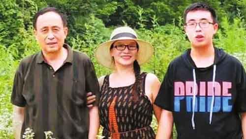 Hành trình nỗ lực của bà mẹ giúp con trai tự kỷ vào đại học