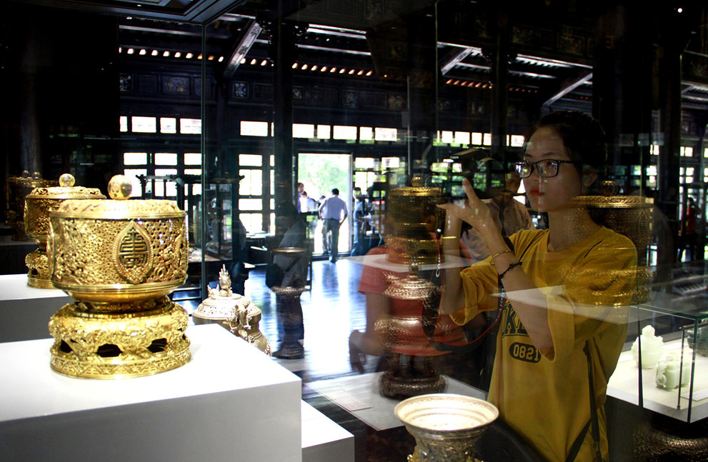 Chiêm ngưỡng bảo vật vô giá mang họa tiết rồng, phượng triều nhà Nguyễn