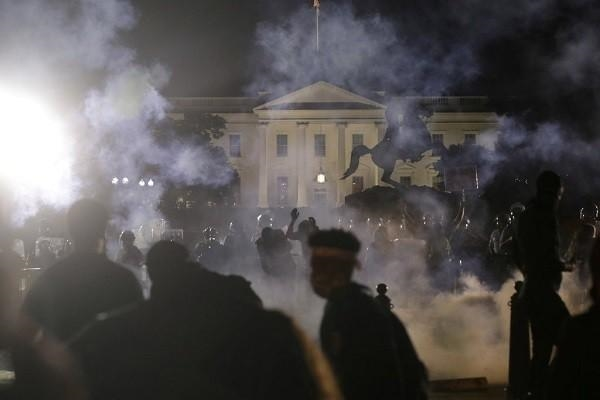 Cảnh sát Mỹ dùng vũ khí gì giải tán biểu tình?