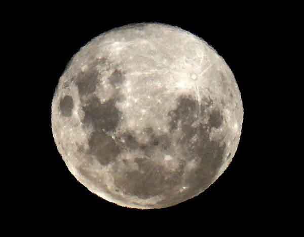 Hiện tượng trăng xanh đẹp kì diệu