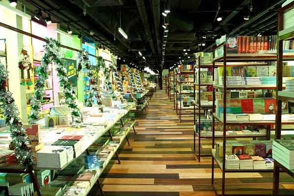 MC Thanh Bạch giao lưu tại Phương Nam Book city Garden Mall