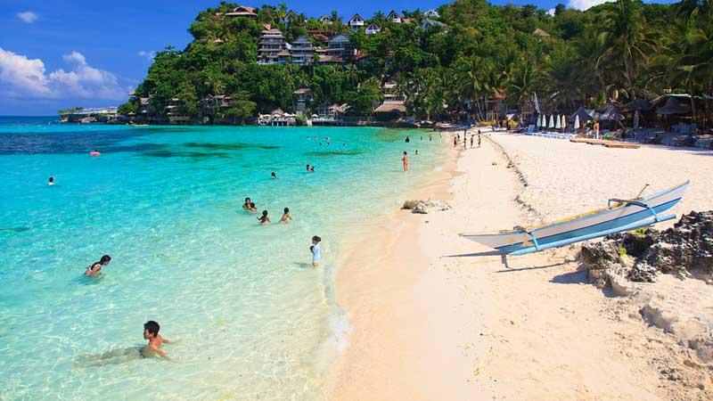 """Philippines đóng cửa thiên đường Boracay, """"phát súng"""" đầu tiên kiểm soát du khách Trung Quốc"""
