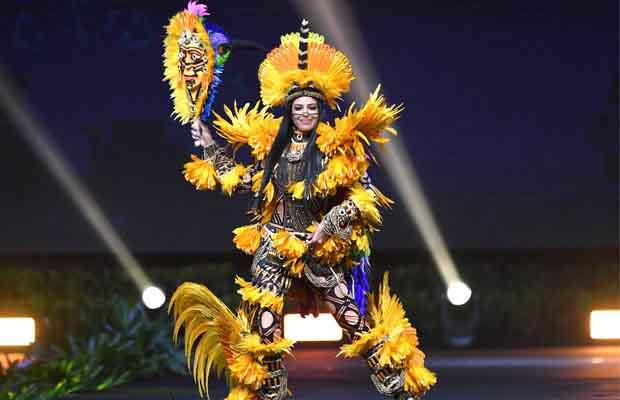 Trang phục dân tộc bánh mì của H'Hen Niê gây ấn tượng với báo giới nước ngoài