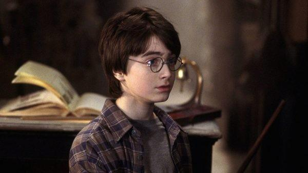 2 thập kỷ, Harry Potter and the Sorcerer's Stone cán mốc doanh thu 1 tỉ USD