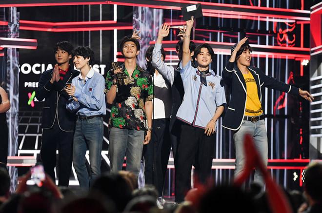 BTS lập kỷ lục Billboard 200 được Tổng thống Hàn Quốc gửi thư chúc mừng