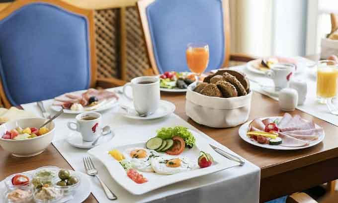 3 lý do chính các khách sạn thường phục vụ bữa sáng miễn phí