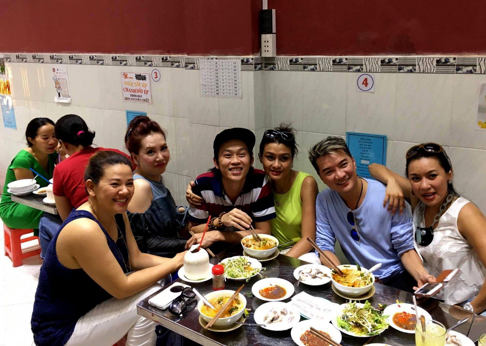 Tới trung tâm Sài Gòn, ghé quán vỉa hè nào ăn ngon?