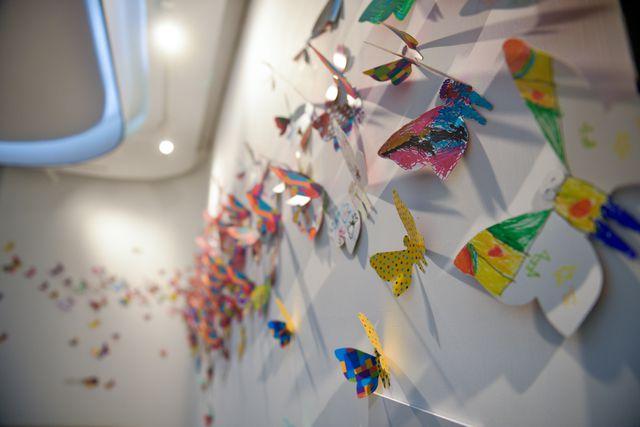 1300 cánh bướm giấy hợp sức tạo nên một tác phẩm nghệ thuật ấn tượng