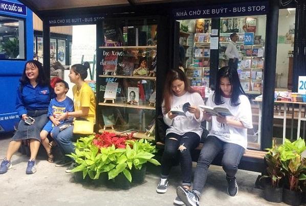 Sắp có nhà chờ xe buýt hiện đại trên xa lộ Hà Nội