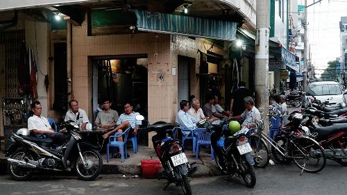 Quán cà phê luôn đông khách lớn tuổi ở An Giang