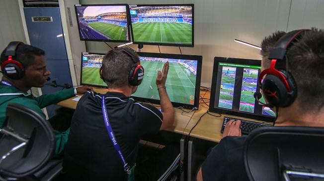 Công nghệ VAR: 'Cán cân' công lý của bóng đá thế giới