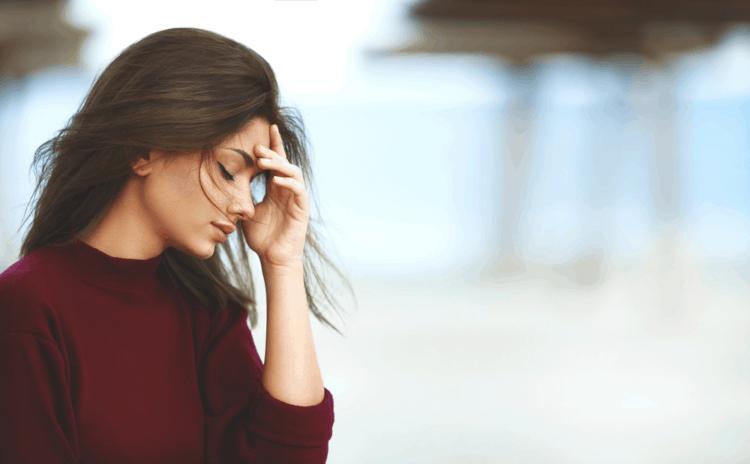 Những lý do dẫn đến việc rụng tóc bạn nên biết