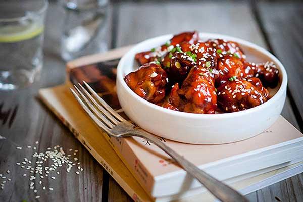 Vào bếp làm món cánh gà sốt cay kiểu Hàn