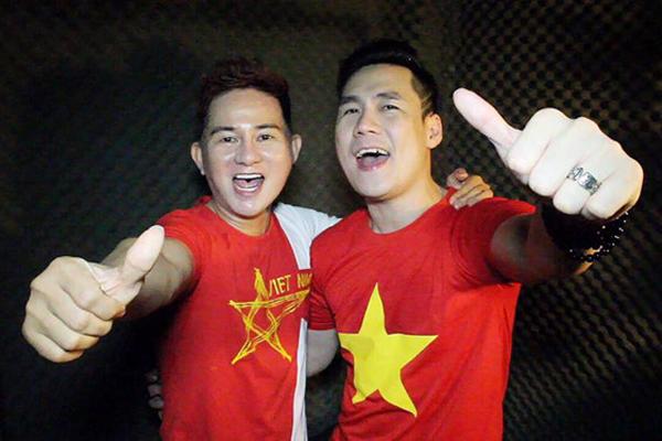 Ca sĩ Cáp Anh Tài tung ca khúc cổ vũ đội tuyển Việt Nam vào chung kết AFF Cup