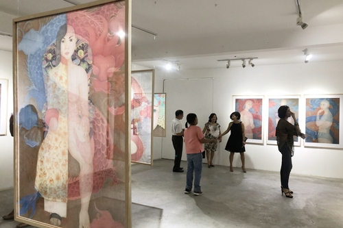 Với hội họa, hình ảnh phụ nữ Việt đang được hiện đại hóa dần