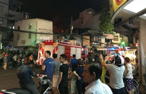 Trung tâm Sài Gòn: Nhà hai tầng bốc cháy ngùn ngụt
